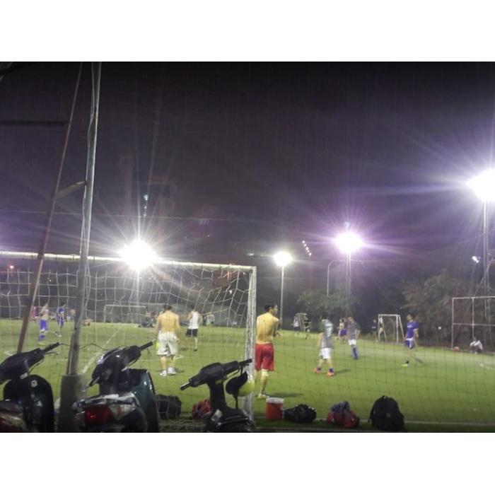 Sân bóng Đông Đô