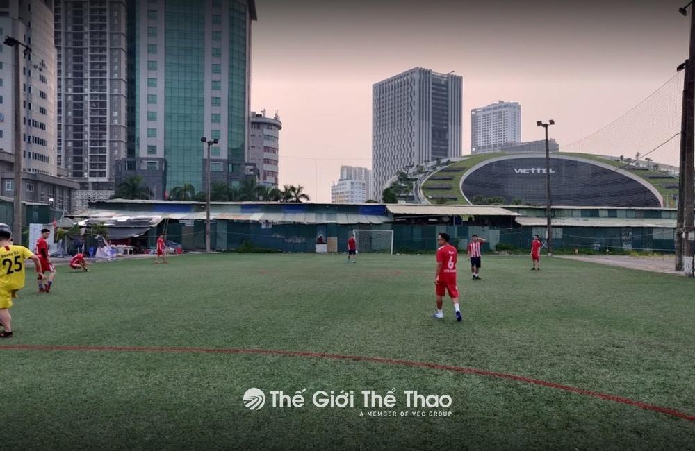 Sân bóng Giang Sơn