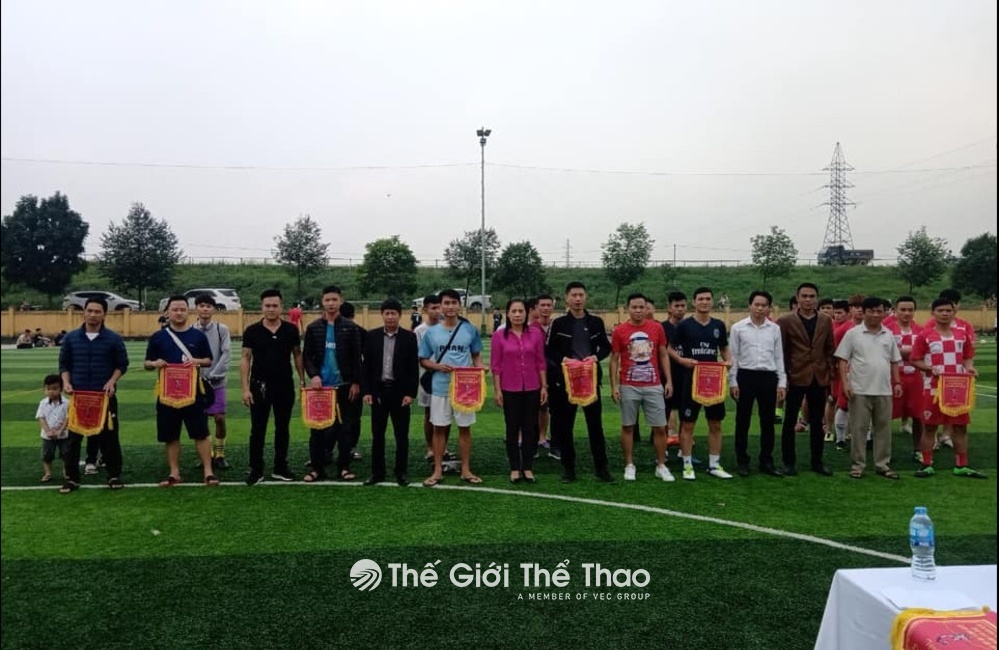 Sân bóng đá Song Phượng