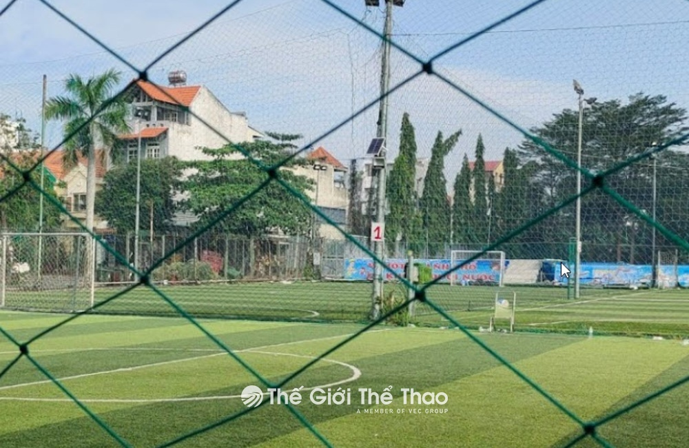 Sân bóng đá Đông Phương