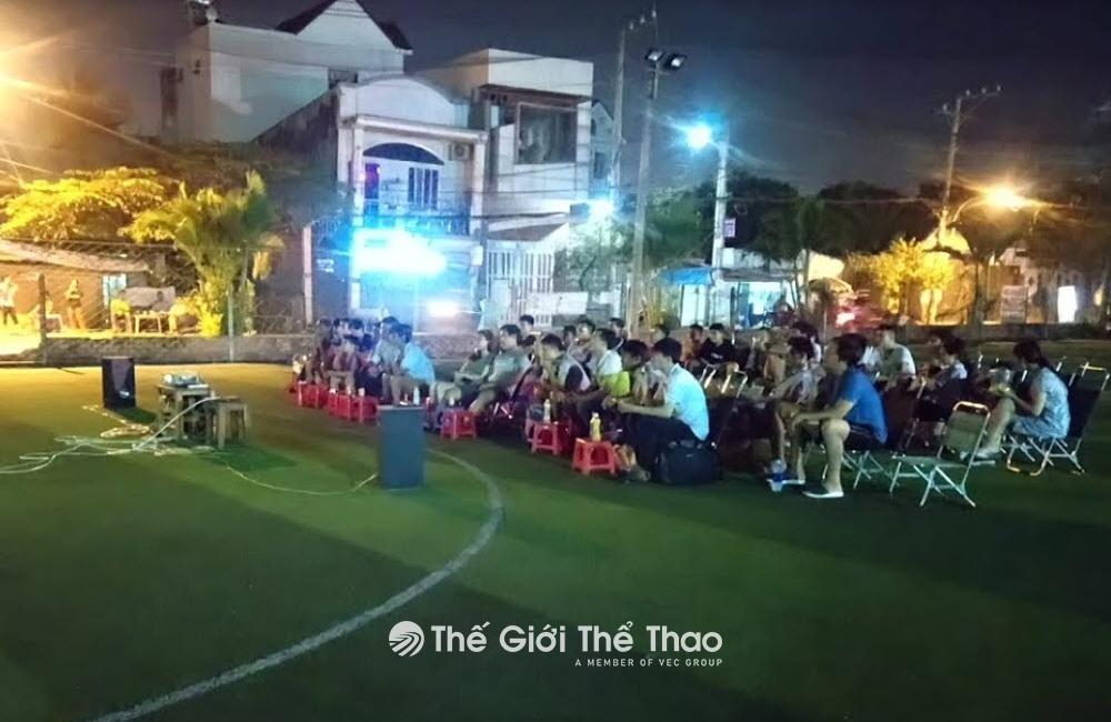 Sân bóng Linh Đông
