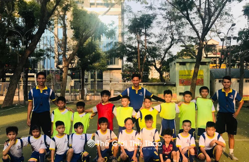 Sân bóng đá mini Nhà Tập Luyện Phú Thọ