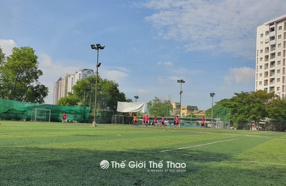 Sân bóng đá Nam Sơn Quận 11