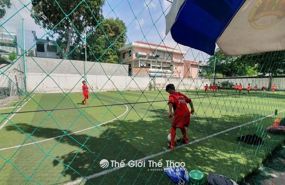 Sân bóng đá Lạc Long Quân