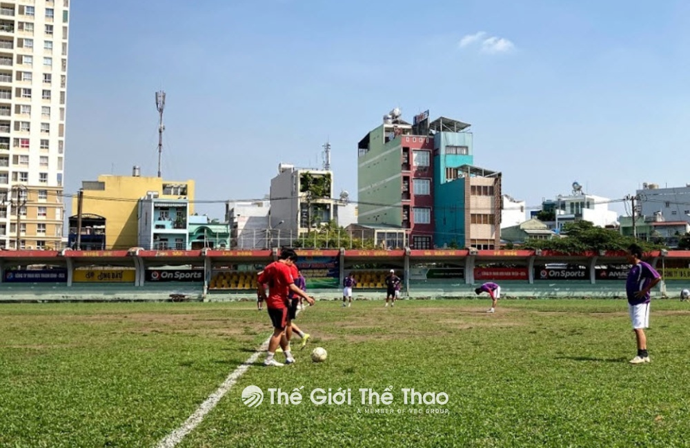 Sân bóng đá Đầm Sen