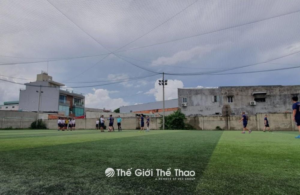 Sân Bóng Phạm Hùng