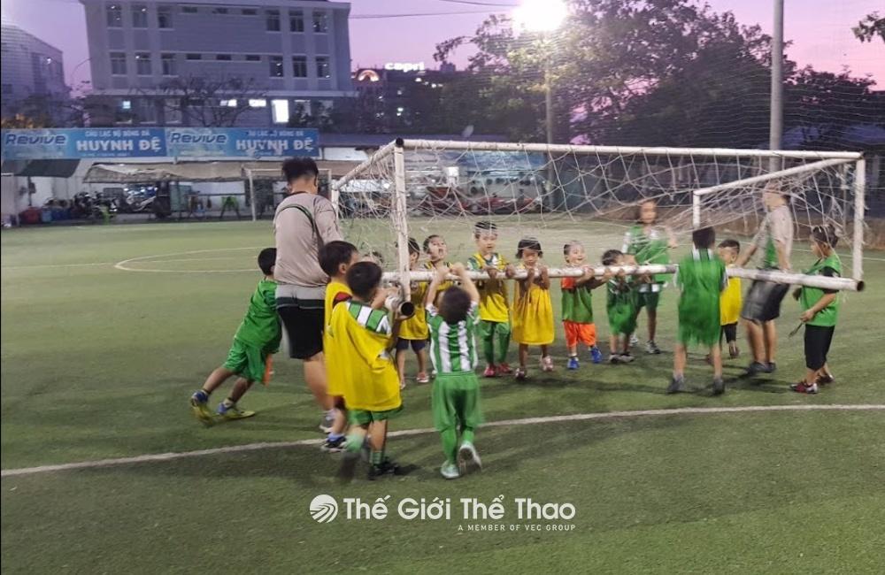 Sân bóng đá Huynh Đệ