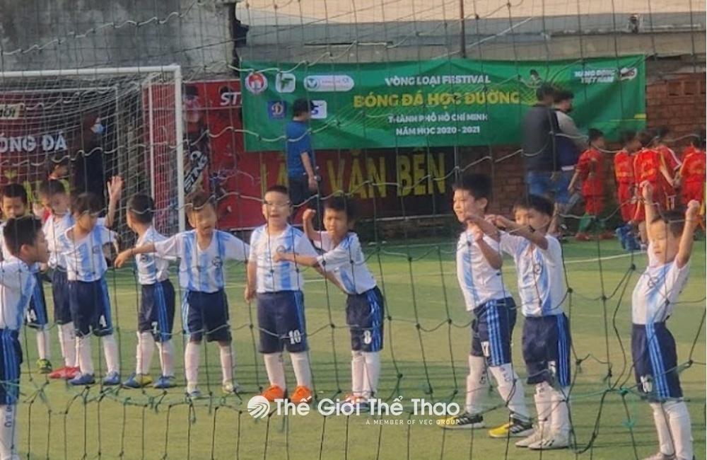Sân bóng đá Lâm Văn Bền