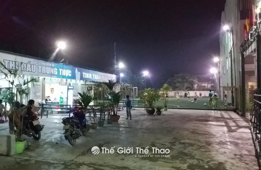 Sân bóng Hồ Đá