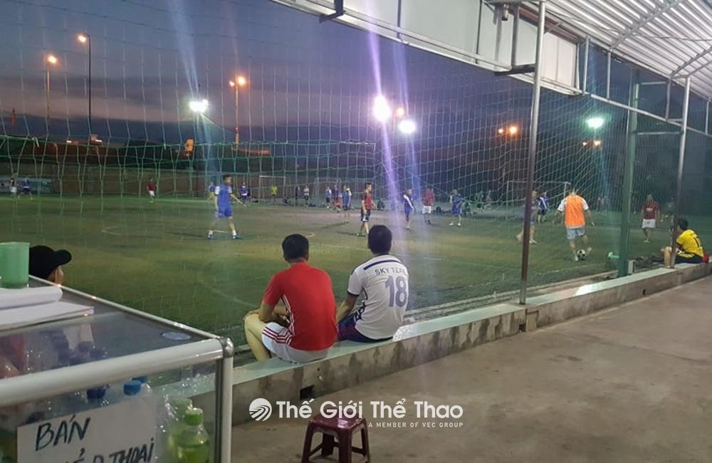 Sân bóng đá Cầu Bính