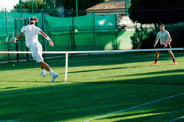 Sân tennis cỏ nhân tạo